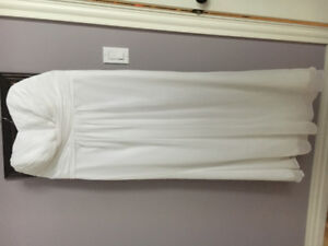 Never worn David's Bridal wedding gown