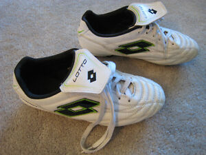 SOCCER LOTTO STADIO CLEATS: YOUTH