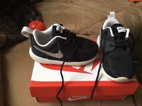 Nike infant 5.5 Roche runs