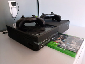 Xbox one, 2 manettes et plusieurs jeux