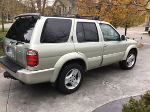 2001 Infiniti QX4 seeks a good home.
