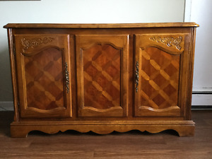 Hutch – Beautiful Detail - Solid Wood