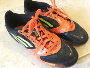 Youth Soccer cleats - size US4