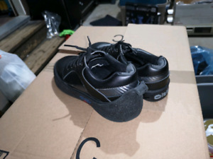 Men's size 7.5 with gripper