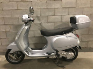 2006 Vespa LX 50 with Matching Top Case - Excalibur Grey
