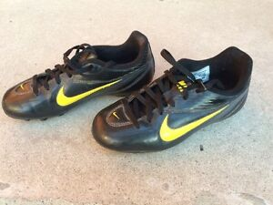 Kids Nike Soccer Shoes - Youth size 1