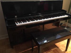 Piano droit, parfait pour appartement