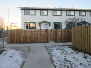 4 BEDROOM TOWNHOUSE - VALLEY DISTRICT - HINTON, AB