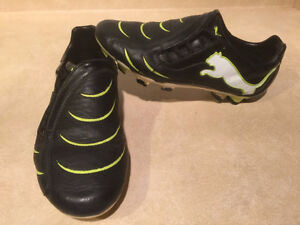 Kids Puma Outdoor Soccer Cleats Size 7 London Ontario image 7