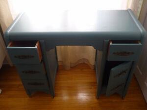Beautiful Refinished Antique Desk Cambridge Kitchener Area image 2
