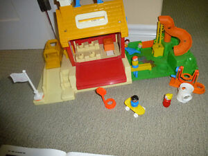 Vintage Fisher Price Little People School #2550
