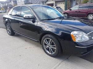 AWD  Ford Five Hundred Limited Sedan