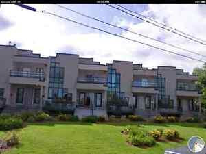 Condo -appartement disponible Mont St-Hilaire avec garage chauff