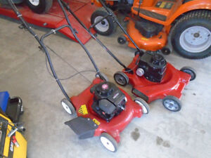 2 Tondeuses MTD 3.5 hp 21`` de coupe en excellente condition