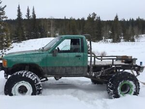 1985 lifted Toyota 4x4 ..solid front axle. roadworthy..no issues