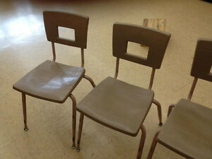 Lot de 12 chaises écolières à donner