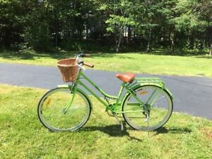 BRAND NEW LADIES CRUISER BIKE ( RADLER EDITION )