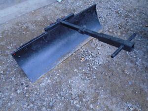Gratte arrière pour petit tracteur ou vtt de 48`` de largeur