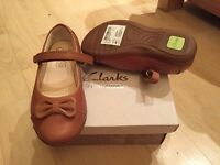 Clarks girl leather shoes size UK6 F, euro 22.5. Brand new, never worn!!