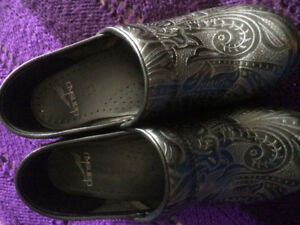 Dansko shoes size 7