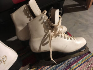 Ladies size 6 Made in Canada Bauer skates!