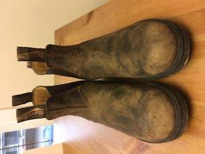 Almost New Blundstone Boots sz 6.5