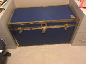 Large antique steamer trunk in great condition