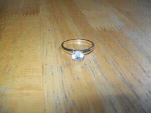 size 9 (10Kt gold) zirconia ring