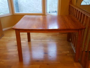 Kitchen/Dining Table With Leaf