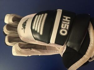 H150 Hockey gloves - NEW