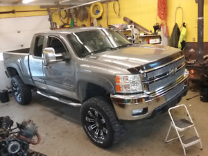 *Reduced* 2009 Silverado 2500HD LTZ
