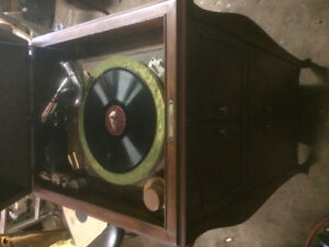 1900-1918antique Victor phonograph
