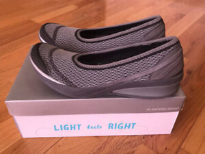 BZEES  comfortable walkingshoes (size 9) used w/boxvery comfo