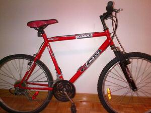 """Vélo CCM en bonne condition 26"""" 18 vitesses seulement 140$"""