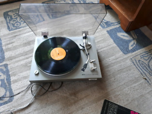 Akai AP 1000 Auto Return turntable