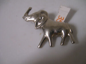 PRECIOUS OLD VINTAGE CORO STERLING SILVER ELEPHANT BROOCH