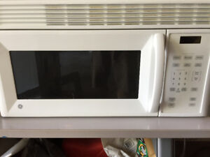 Over stove microwave with wall mount bracket