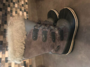 Girls sorel size 2 boots
