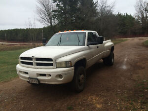 2000 Dodge Power Ram 3500 SLT Pickup Truck