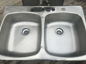 Two-basin stainless steel kitchen sink - with drain traps