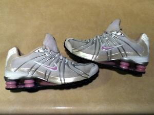 Women's Nike Shox Running Shoes Size 7 London Ontario image 4