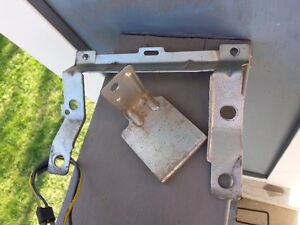 OEM 1969-72 MUSTANG AND COUGAR RADIO MOUNTING BRACKETS