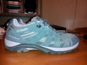 Columbia hiking shoes, size 4 (youth)