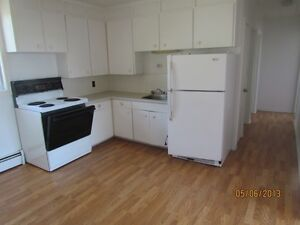 3 Bdr Apt Incl Heat,Hot Water,Fridge,Stove,Laundry,Parking