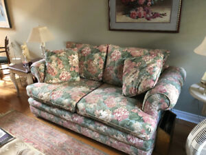 Mobilia Couch and Loveseat, Excellent condition