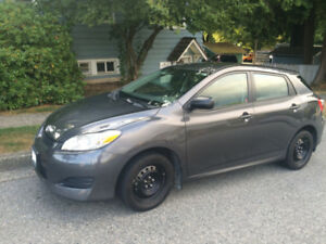 2011 Toyota Matrix (low Kilometers, moving to France must sell)