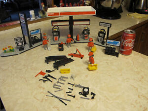 1980'S Playmobile Toy Esso Gas Oil Service Station