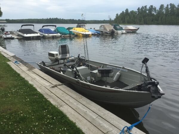 Used 1995 Lowe fishing boat