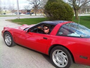 Classy RED Corvette with T-Roof. Smooth Riding