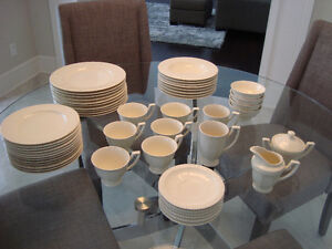 Service de Vaisselle/ Set of Dishes